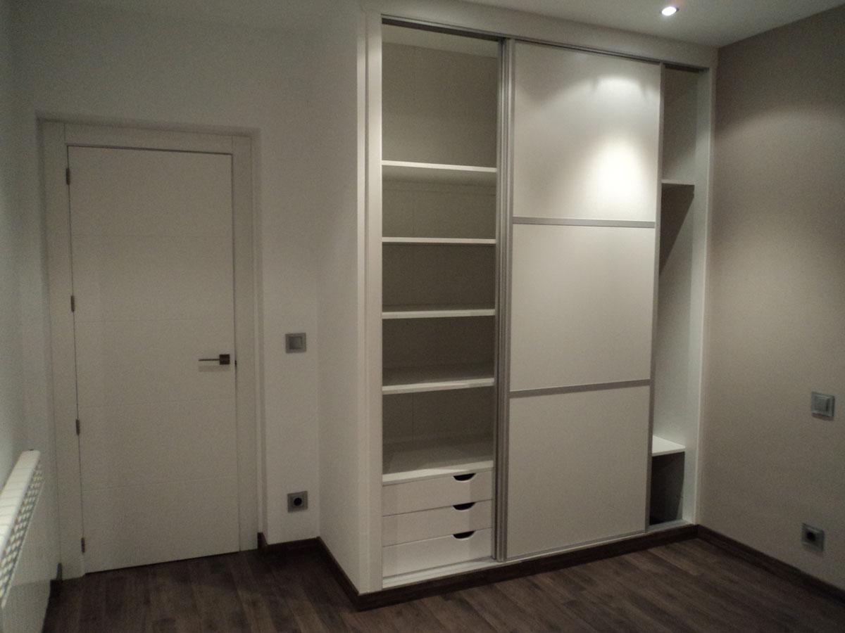 Armarios con puertas correderas en planco y aluminio - Mecanismos puertas correderas armarios ...