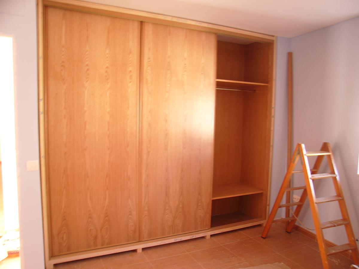 Puertas de armarios correderas armario lacado puertas - Puertas correderas colgadas ...