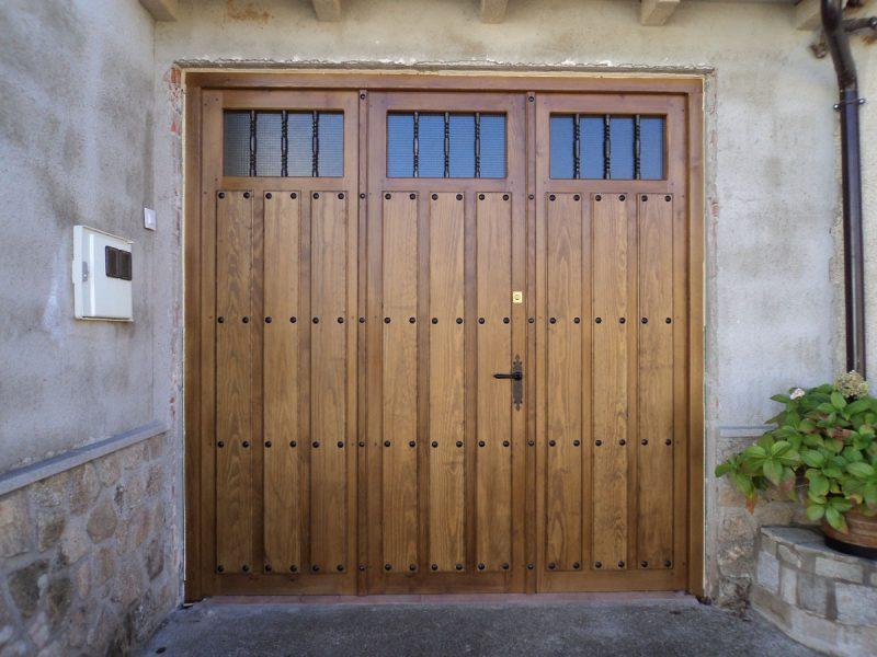 Puertas de garaje carpinter a hern ndez la encina for Herrajes puertas correderas garaje