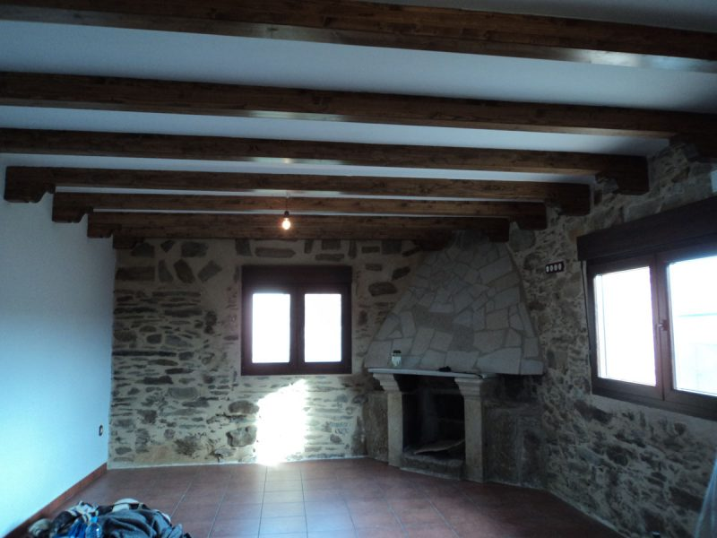 Vigas en techo de adorno carpinter a hern ndez la - Vigas para techo ...