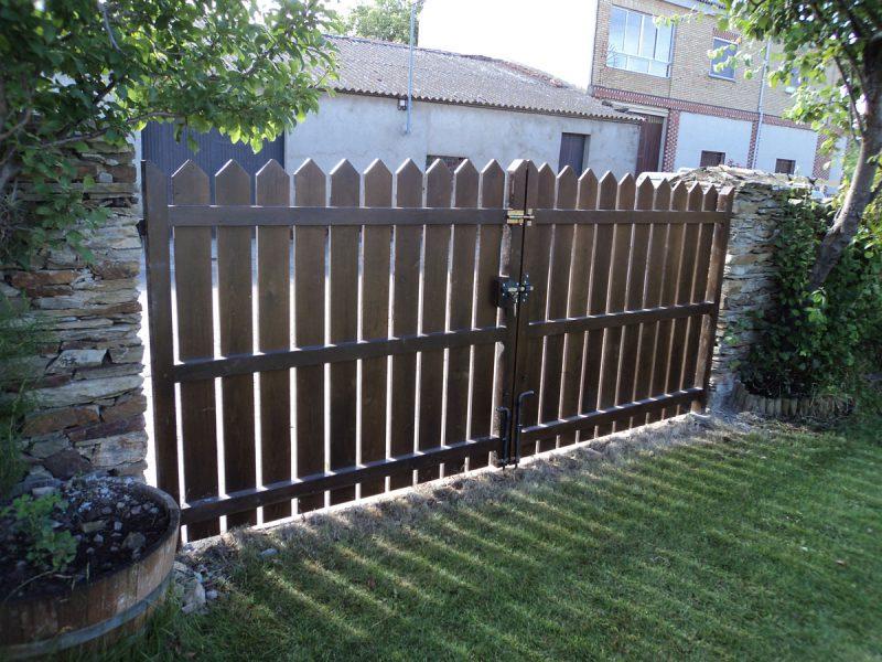 Puertas exteriores tipo vallas carpinter a hern ndez - Vallas y cierres ...